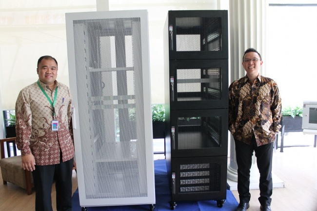 Rak server anti gempa Rittal dibuat Tim Indonesia